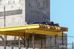 Строительство моста ЖБИ по проспекту Машиностроителей. Курган, работник, привал, отдых, стройка