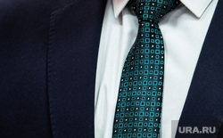 Открытие третьего терапевтического отделения в центральной городской больнице №3. Екатеринбург, депутат, чиновник, часы, галстук, пиджак, медицинская лаборатория