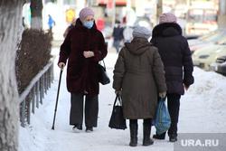 Дети и пенсионеры. Курган, старушки, бабушки, пенсионеры на прогулке, пенсия
