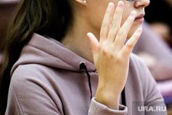 «Урок здоровья» в гимназии №2. Екатеринбург, гимназия, урок, поднятая рука, школа, школьники, образование, школьное образование, старшеклассники