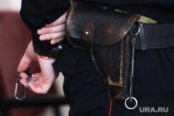 Судебное заседание по уголовному делу начальника Росеестра Молчанова Олега. Курган , кобура, пистолет, полиция, полицейский, конвой