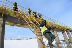 Участок строительства ЕКАД на пересечении с Челябинским трактом. Екатеринбург, строители, работа на высоте, строитель, рабочие в спецовках
