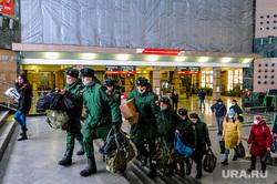 Дезинфекция и проверка масочного режима на железнодорожном вокзале. Челябинск, военные, солдаты, призыв, призывники, новобранцы, военкомат, армия россии, военнослужащие, жд вокзал челябинск