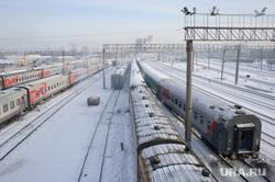 Подготовка поезда дальнего следования к рейсу: проводница в пассажирском вагоне. Екатеринбург, поезд, депо, станция екатеринбург пассажирский, железная дорога