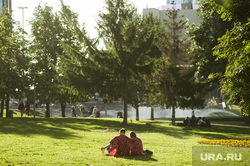 «Пикник Храбрых» в сквере на Октябрьской площади. Екатеринбург, влюбленные, отдых на траве, пара, пикник, лето, сквер на драме