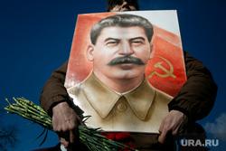 Коммунисты на Манежной площади, перед возложением цветов к могиле Сталина в годовщину его смерти. Москва, коммунисты, сталин, кпрф, митинг, коммунистическая партия