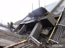 Въезд в город, взорванный мост, блоки на улицах. Горловка., горловка, взорванный мост