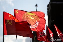 Коммунисты на Манежной площади, перед возложением цветов к могиле Сталина в годовщину его смерти. Москва, коммунисты, кпрф, митинг, коммунистическая партия, кремль, красные флаги