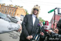 Шоумен и парикмахер Сергей Зверев в Тверском районном суде г. Москвы. Москва, зверев сергей, человек в короне