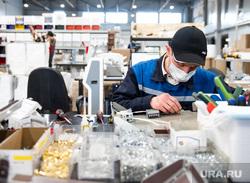 Завод по производству высокотехнологичных противоэпидемических аппаратов. Екатеринбург, техника, сборка, мастер, электроника, пту, ремонт, сборочный цех, рабочий, ремонтная мастерская, профессионально-техническое образование, сборочное производство
