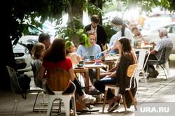 Работа летних веранд во время пандемии коронавируса, улица хохрякова, ресторан, летняя веранда, виды екатеринбурга, engels