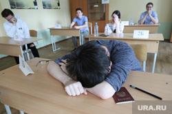 Единый государственный экзамен. Курган, егэ, школа, ученики, школьная парта