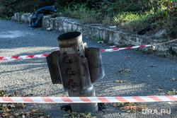 Город Шуши после обстрелов ВС Азербайджана. Нагорный Карабах, неразорвавшийся снаряд, снаряд рсзо смерч, последствия обстрела