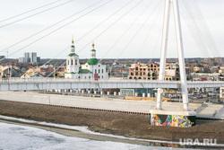 Виды города. Тюмень, пешеходный мост, мост влюбленных, река тура, тюмень, виды тюмени