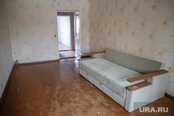 Расселение жителей поселка Шахты. Кизел, Пермский край, диван, пустая комната, заброшенная квартира