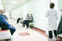 Поликлиника. Тюмень, поликлиника, пациенты, люди в масках, врач, доктор
