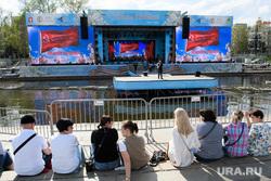 Подготовка концерта в Историческом сквере. Екатеринбург, массовое мероприятие, сцена, выступление, день победы, 9 мая, зрители, праздник
