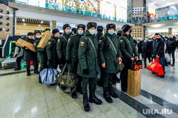 Дезинфекция и проверка масочного режима на железнодорожном вокзале. Челябинск, военные, солдаты, призыв, призывники, новобранцы, военкомат, армия россии, военнослужащие, перевозка пассажиров, жд вокзал челябинск