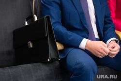 Клипарт.  Сургут, чиновник, портфель, руки чиновника, дипломат