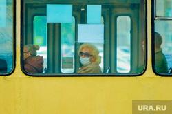Обстановка в городе во время эпидемии коронавируса. Челябинск, троллейбус, пассажир, городской транспорт