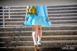 Пустой город. Обстановка в городе во время эпидемии коронавируса. Челябинск, девушка, погода, ноги, лето, ступени, жара, весна, лестница