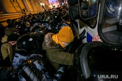 Несогласованная акция протеста после объявления приговора оппозиционеру-блогеру. Москва, автозак, полиция, росгвардия, протест, омон, несогласованная акция