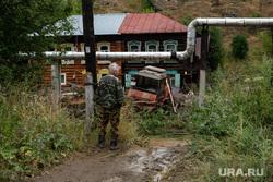 Последствия паводка в городе Нижние Серги. Свердловская область, деревня, камуфляж, житель деревни