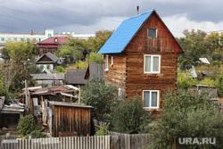 Набережная реки Тобол. Курган, деревянный дом, набережная тобола, частный дом, частный сектор, набережная кургана, река тобол осенью