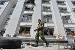 Здание ОДА. Луганск. Украина , солдаты, война, разрушенное здание