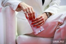 VI Международная конференция по ВИЧ-СПИДу в восточной Европе и Центральной Азии, панель с Верой Брежневой, третий день. Москва, маникюр, тест на вич, женские руки
