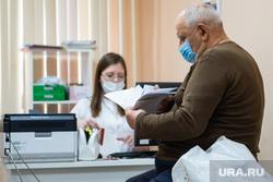 Презентация нового Центра амбулаторной онкологической помощи (ЦАОП). Екатеринбург, пенсионер, поликлиника, прием у врача, здоровье, обследование, клиника, пожилой мужчина, врач, больница, пожилые люди, доктор, лечащий врач
