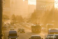 Виды Екатеринбурга, пыль в городе, смог, город екатеринбург, проспект ленина, трамвайные пути, трамвай, экология