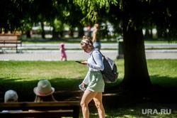 Виды Екатеринбурга, телефон, девушка, парк маяковского, жара, подросток, лето, цпкио, молодежь