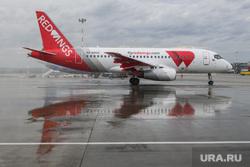 Самолет авиакомпании Red Wings в аэропорту Кольцово. Екатеринбург, ред вингс, авиакомпания red wings