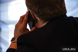 Заседание областной думы. Курган, депутат, чиновник, разговор по телефону, сотовый телефон, телефонный разговор, телефонный звонок