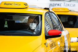 Дезинфекция автомобилей такси «Яндекс.Такси». Екатеринбург, такси, водитель, таксист, медицинская маска, защитная маска, яндекс такси, маска на лицо, covid19, мужчина в маске