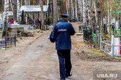 Обстановка на челябинских муниципальных кладбищах во время родительского дня. Челябинск, днд, полиция, митрофановское кладбище