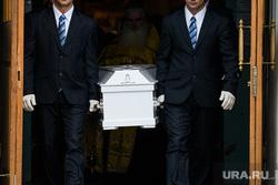 Прощание с Ксенией Каторгиной в Каменск-Уральске. Екатеринбург, ритуал, ритуальные услуги, похоронное дело, похоронный бизнес, ритуальная служба, гроб, похоронная процессия, похороны, похоронная служба, похоронщики