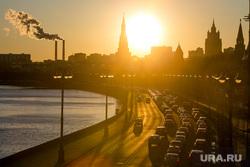 Пробки в городе. Москва, машины, пробка, солнце, трафик, город москва, автомобили, автотранспорт