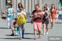 Жара, лето, май. Челябинск, ребенок, семья, жара, родители, лето, младенец, май