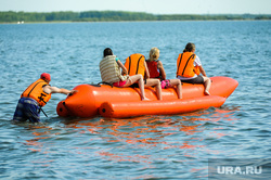 «Путинский» пляж на озере Смолино. Челябинск, банан, лето, жара, активный отдых, летний отдых, отдых на воде, пляж, водоем, озеро смолино, аттракцион банан