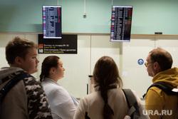 Аэропорт Кольцово после происшествия с посадкой самолета АН-12. Екатеринбург, кольцово, зал ожидания, задержка рейса, пассажиры, информационное табло, вылет откладывается