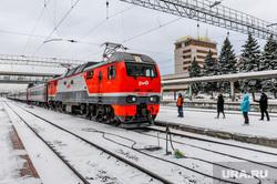 Дезинфекция и проверка масочного режима на железнодорожном вокзале. Челябинск, пассажирский поезд, ржд, железная дорога, поезд, жд вокзал челябинск