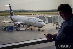 Зал ожидания аэропорта «Кольцово». Екатеринбург, аэропорт, ожидание, багаж, погрузка, телетрап, аэрофлот, авиалайнер, пассажиры, авиакомпания, туристы, самолет, туризм, взлетное поле, боинг 737-800, vq-bhw, федор плевако, пассажирский рукав