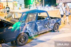 Авария на улице Республики. Тюмень, автомобильная авария, ваз, дтп, авария, жигули, дорожно-транспортное проишествие