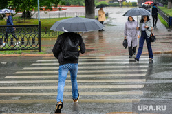 Непогода, дождь. Челябинск, пешеходный переход, пешеход, ливневая канализация, ливень, ураган, ручей, зонт, непогода, шторм, климат, дождь