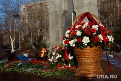 Мероприятия посвященные дню празднования Победы в ВОВ. Сургут , вечный огонь, мемориал славы, корзина цветов