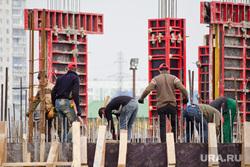 Стройка окружной больницы. Нижневартовск, строители, арматура, гастарбайтеры, рабочая сила, фундамент