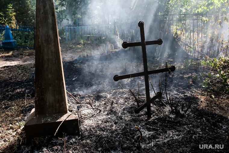 Пожар на кладбище. Тюмень