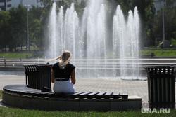 Жаркий день. Екатеринбург, исторический сквер, тепло, лето, жара, фонтан, девушка на скамейке, лето в городе